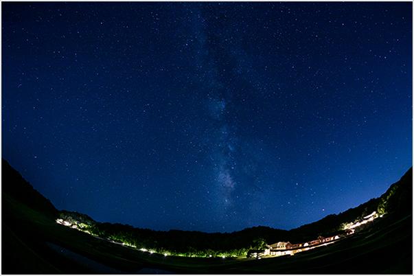 星のまたたく満点の夜空