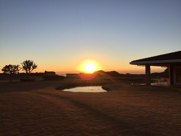 「1月10日 ~ センタープレイスから見える朝陽 ~ 」