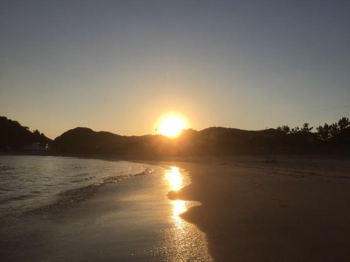 「10月18日 ~ 興津海水浴場から見える夕陽 ~ 」