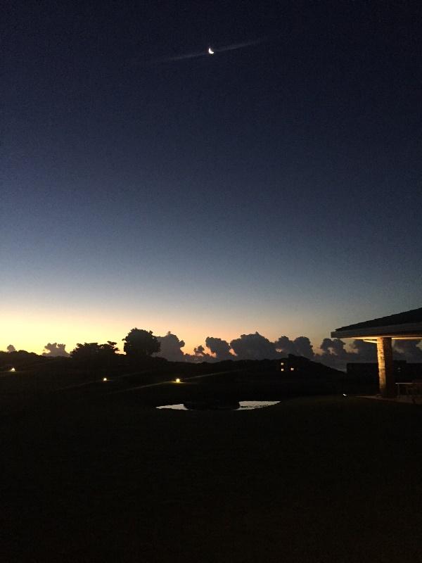 「 ~ 夜明けの空と三日月 ~ 」